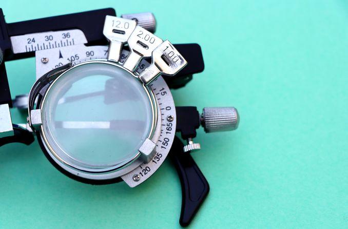 miyopi için tıbbi test gözlükleri