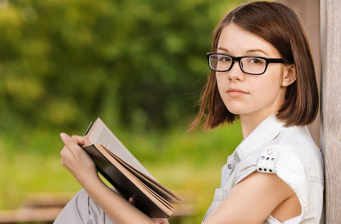 chica con libro