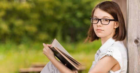 Fille avec livre