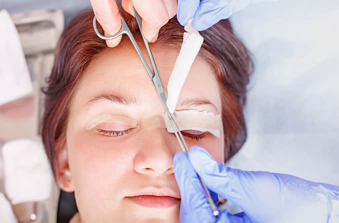 woman getting treatment for her drooping eyelids (ptosis)