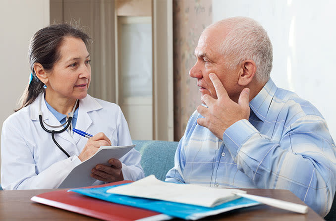 patient and eye doctor consulting on when to have cataract surgery