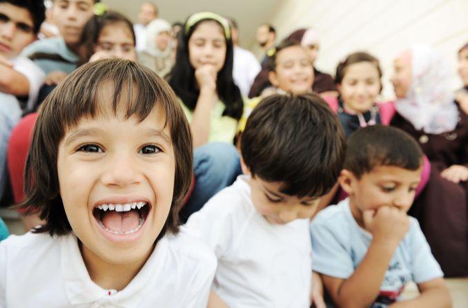 يمكن أن يعاني الأطفال في سن المدرسة من مشاكل في الرؤية