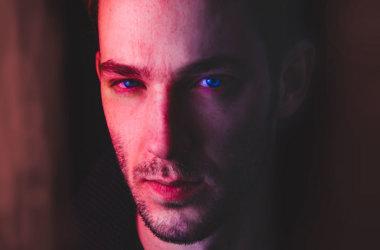 Mann mit trockenen Augen
