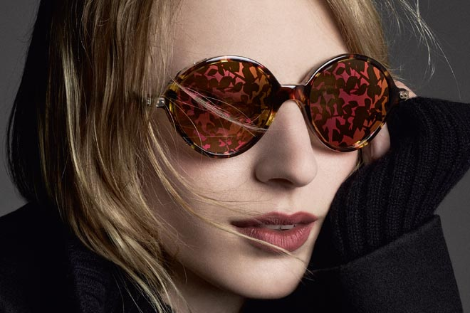 Woman wearing DiorUmbrage sunglasses