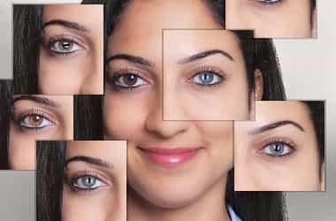 امرأة مع جهات اتصال ملونة مختلفة