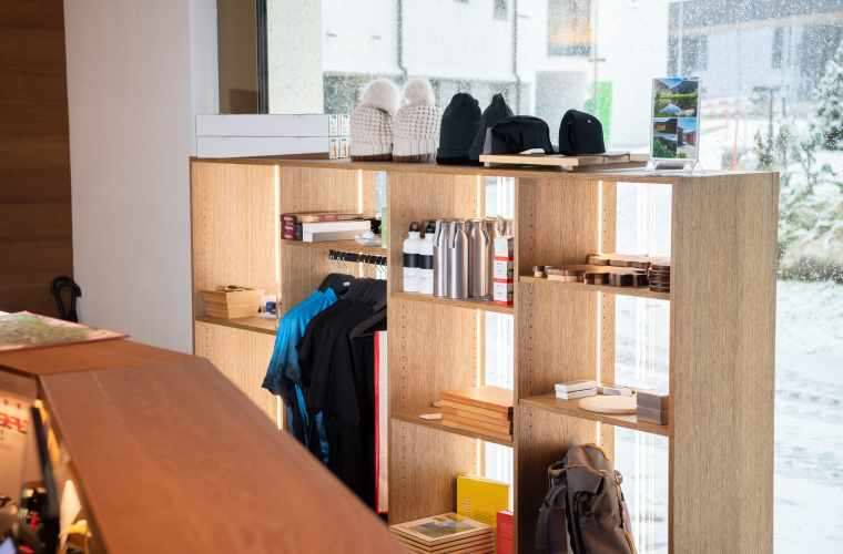 Customer Services_Souvenir_Valentin Luthiger (3).jpg