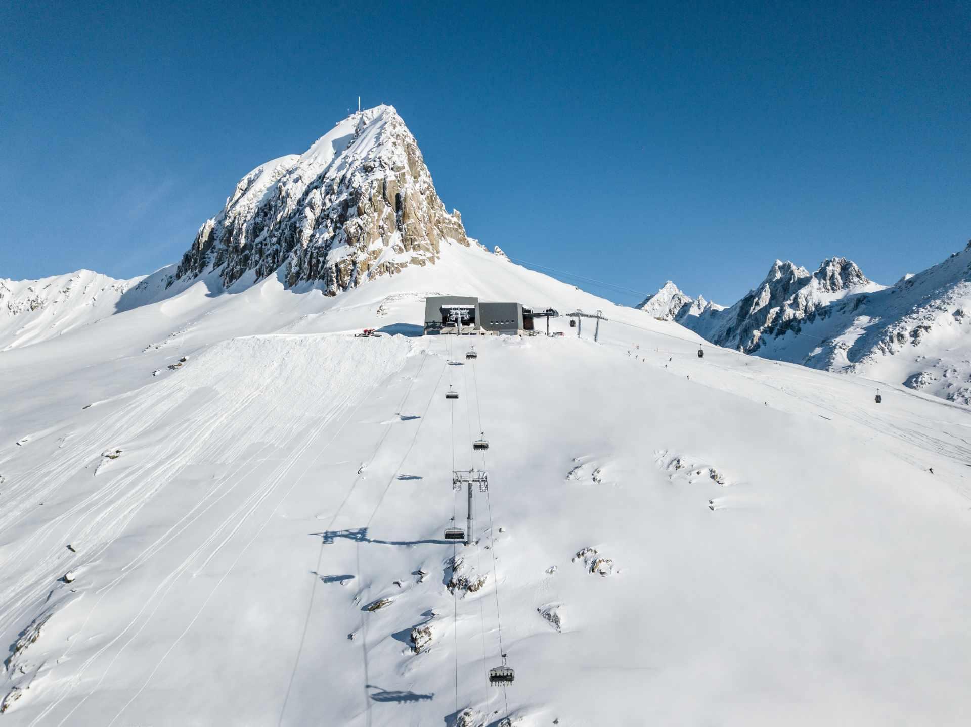 Das Skigebiet Andermatt+Sedrun+Disentis ist das grösste und modernste Skigebiet der Zentralschweiz und ist dank dem vielfältigen Angebot, der Schneesicherheit und den zahlreichen Sonnenterrassen eine der attraktivsten Destination der Schweiz.