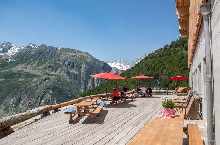 Restaurant Matti Terrasse_Sommer 19_Valentin Luthiger (2).jpg
