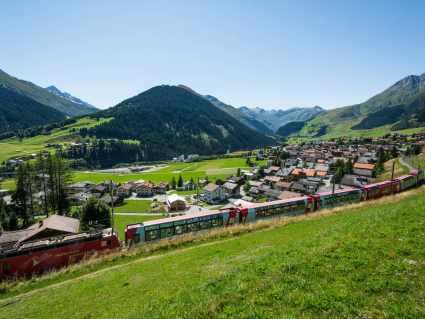 S_Landschaft_Dorf Sedrun_Sommer_SDT2019