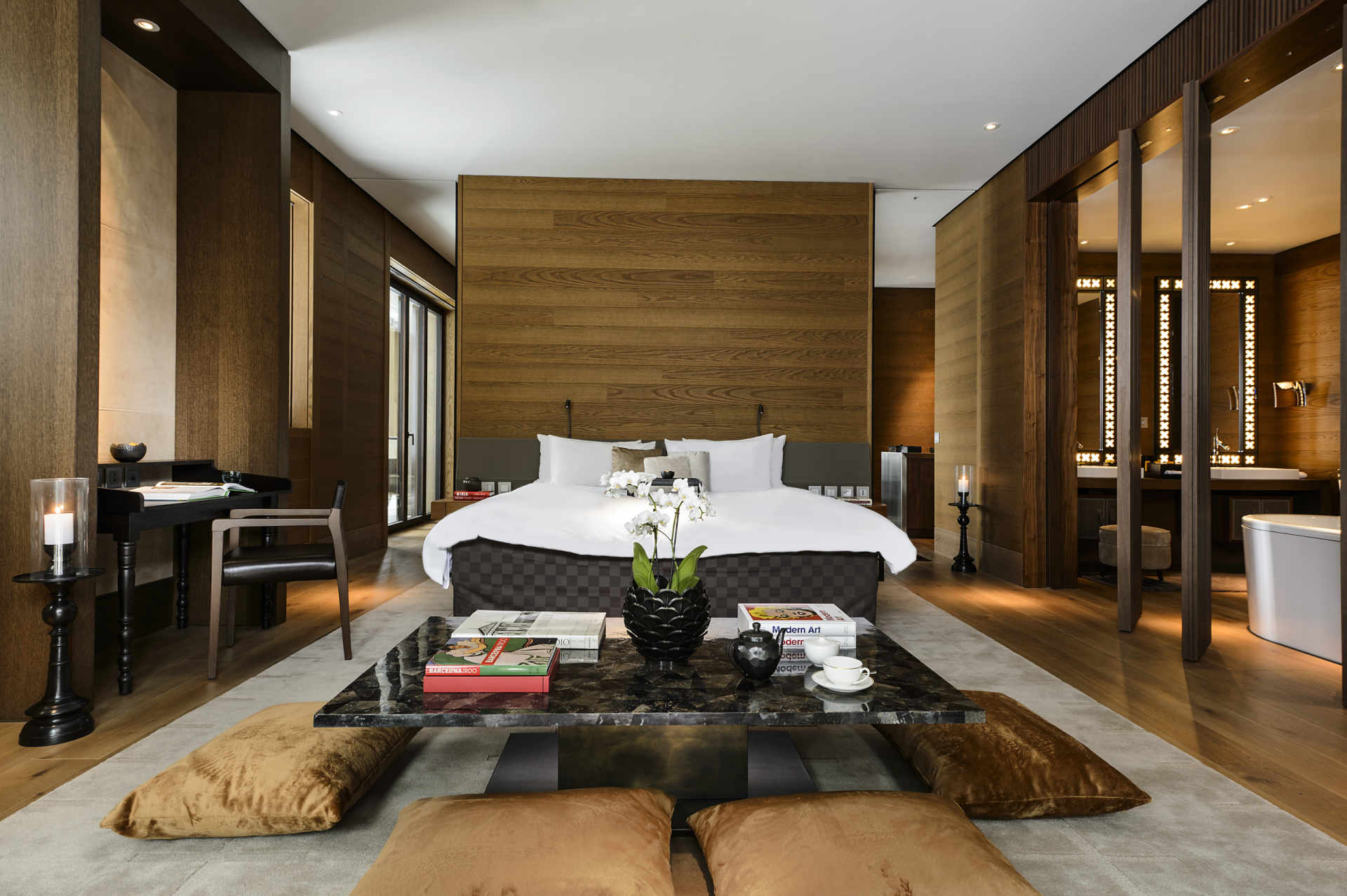 A_Unterkunft_The Chedi_Rooms-Grand Deluxe Suite-Bedroom_VL2018