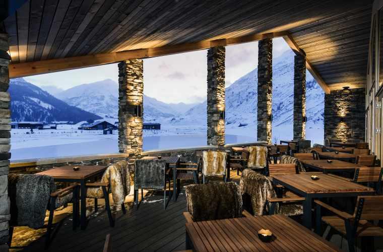 Golf-Clubhaus_Winter_Restaurant_Terrasse_ASA-Reto Guntli_LOw.jpg