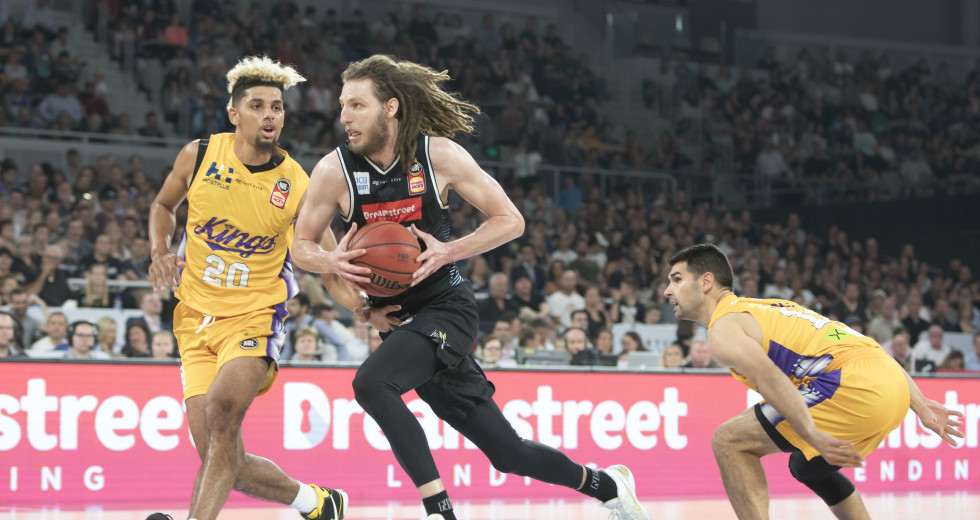2befd10fee2 Melbourne United title winner re-joins former club