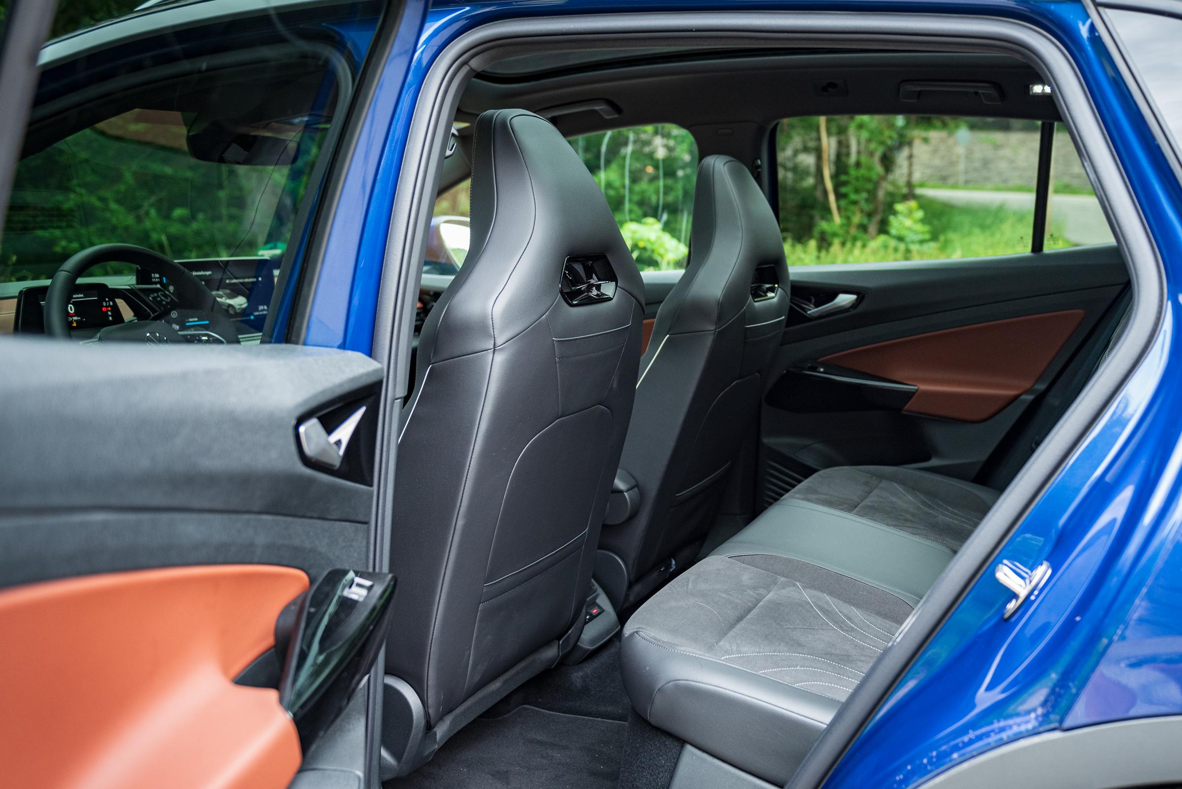 VW-ID.4-2021-Rearseats
