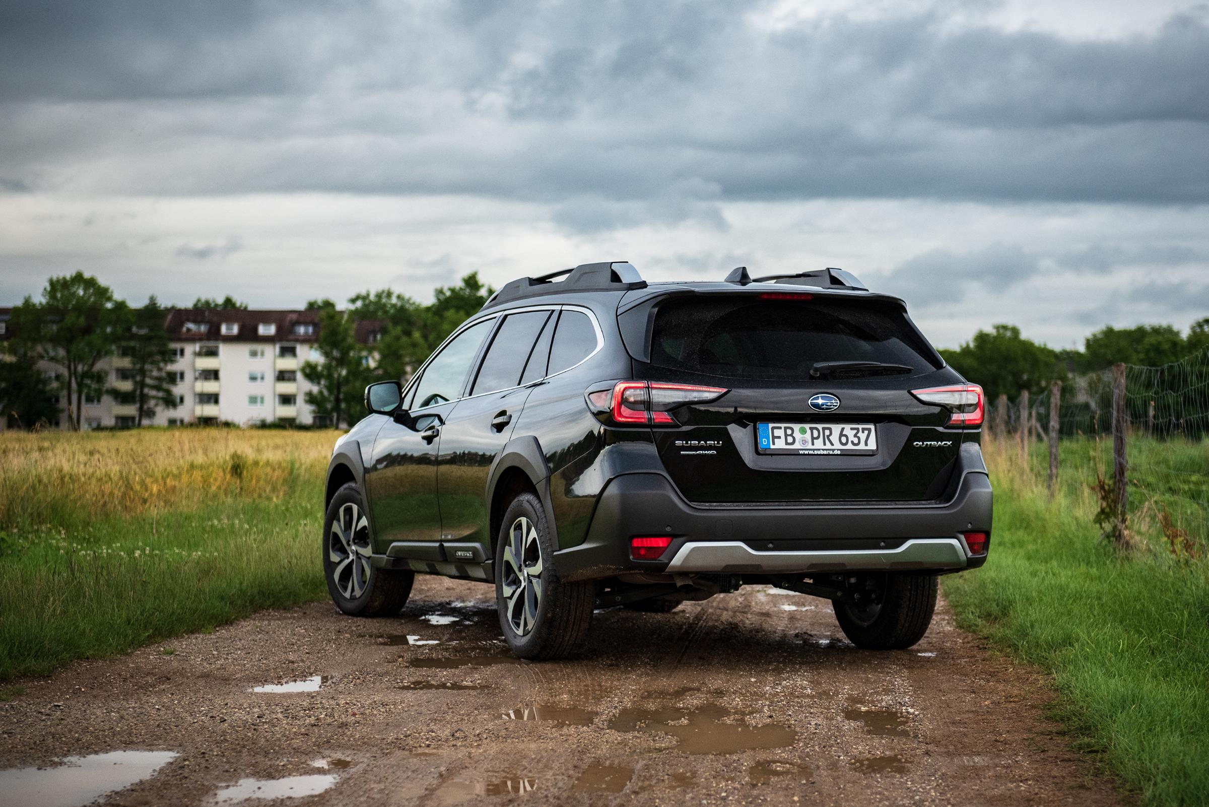 Subaru-Outback-2021-Side-Rear