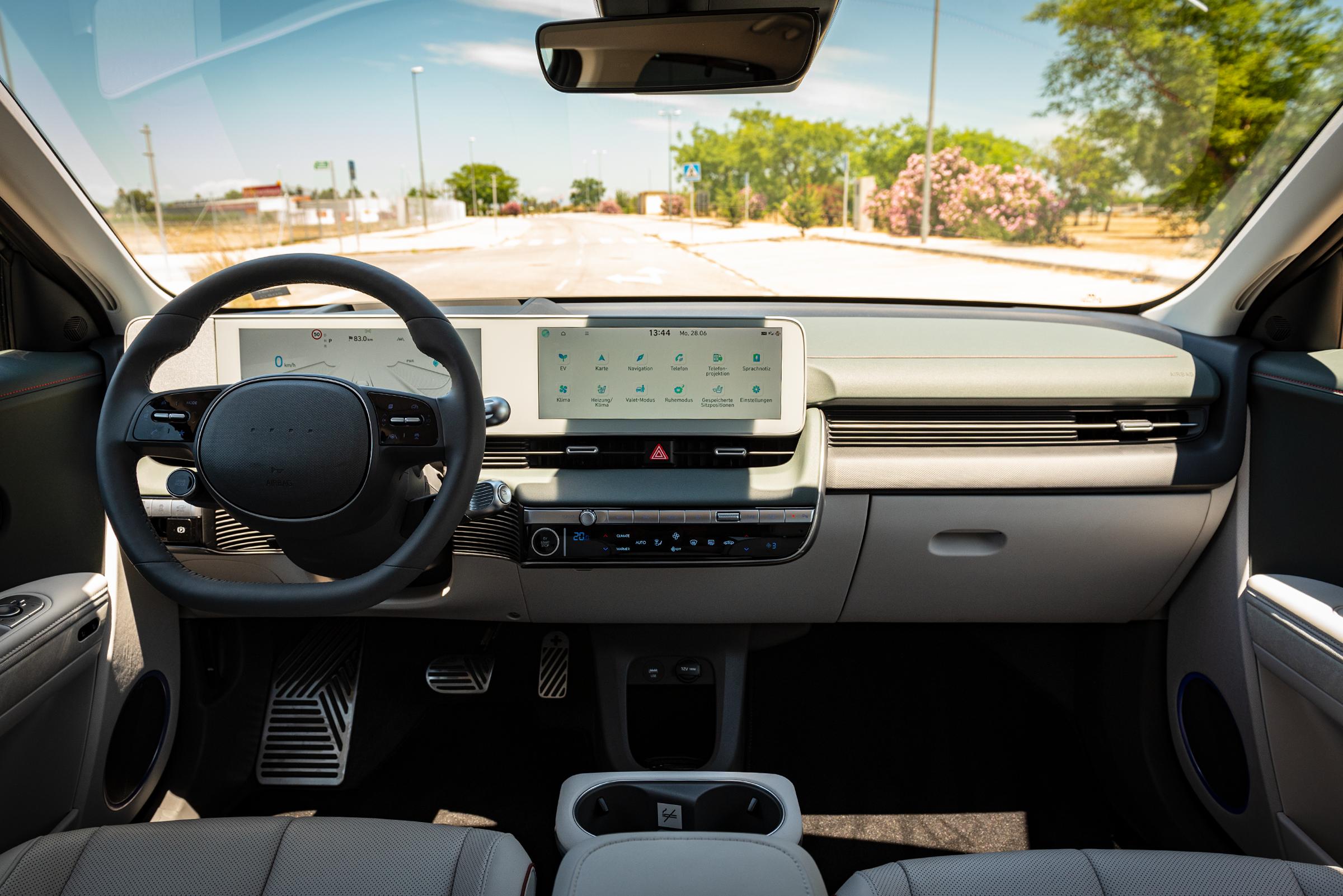 Hyundai Ioniq 5 cockpit2