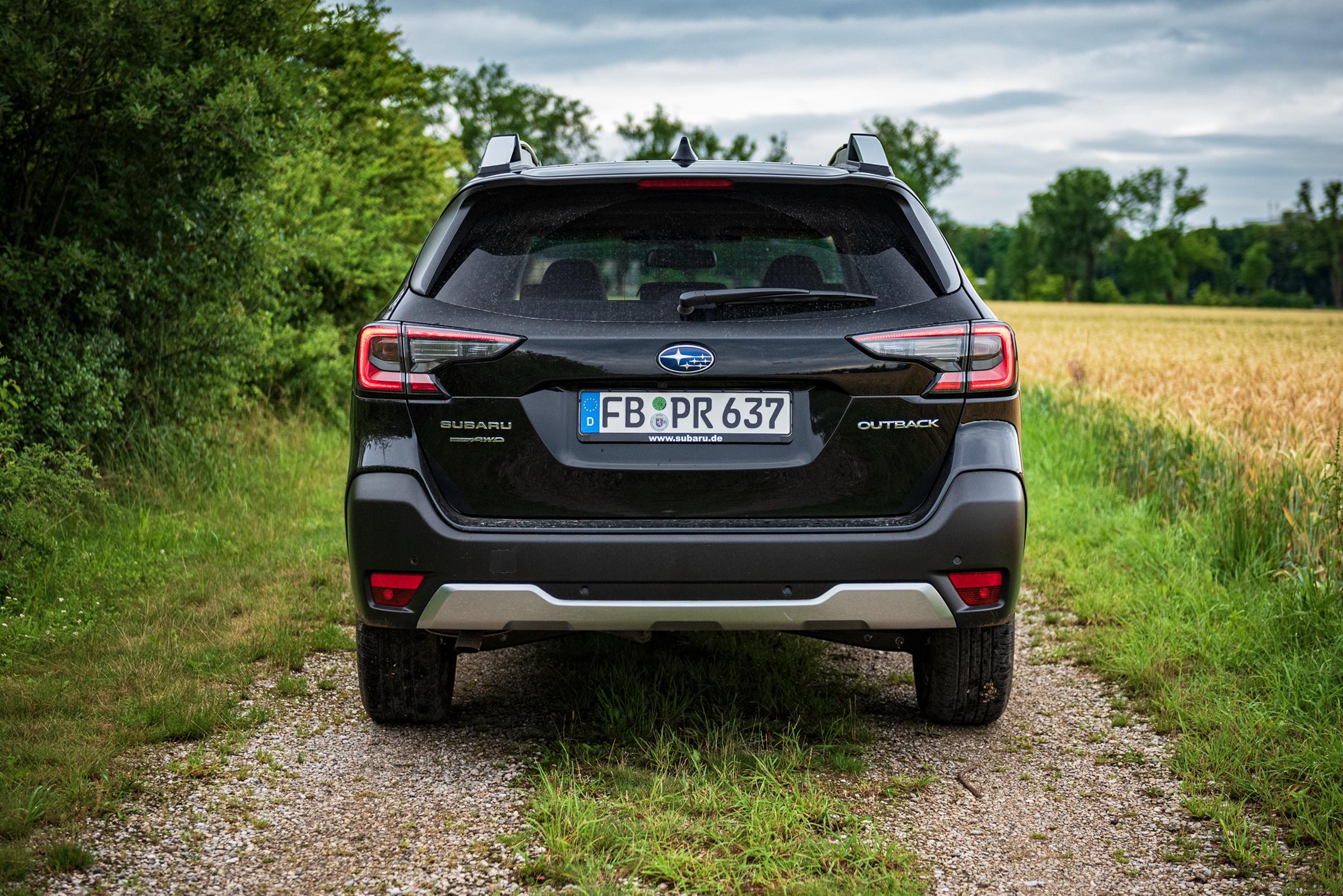 Subaru-Outback-2021-Rear