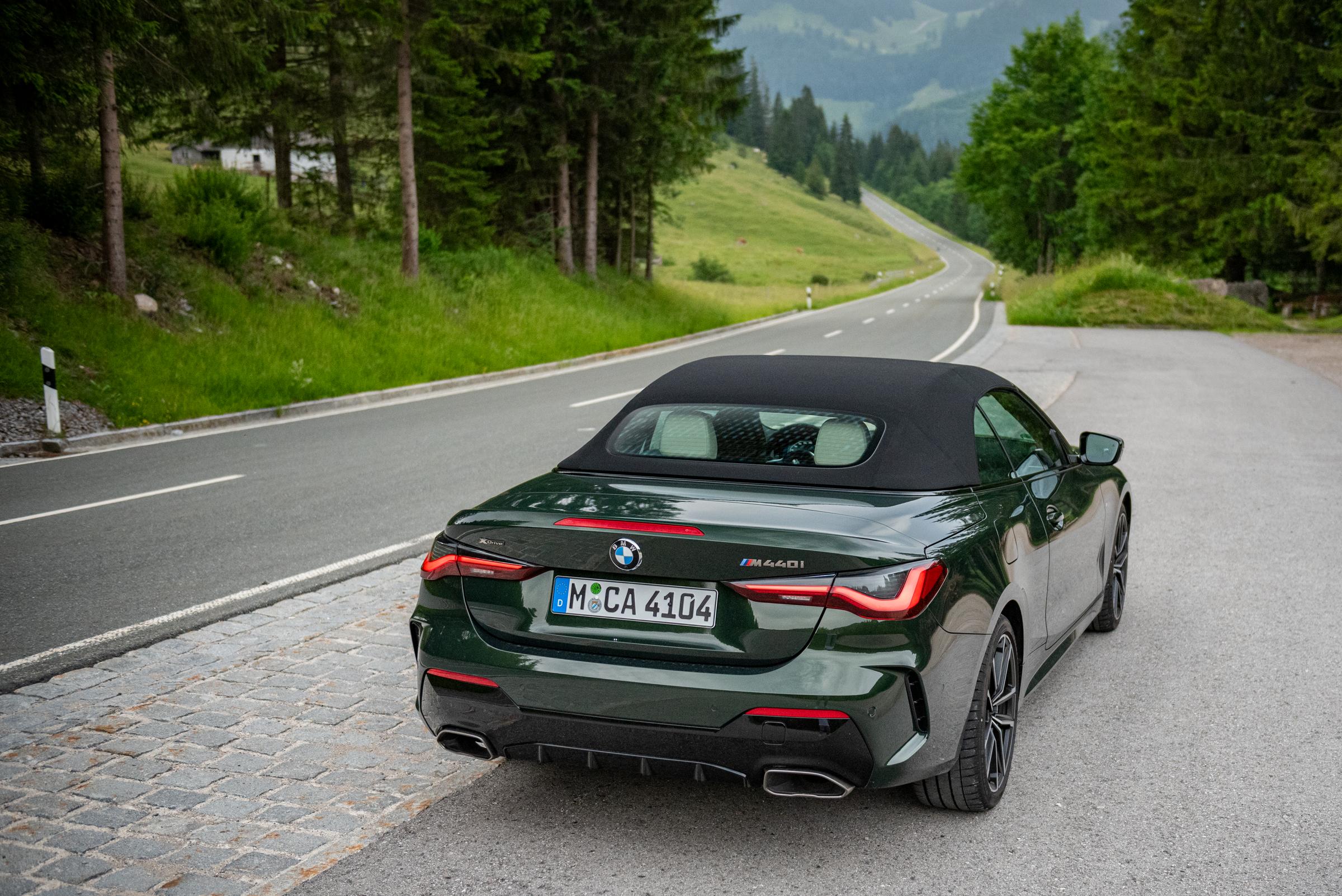 BMW-M440i-xDrive-Cabrio-Rear-Side-Closed