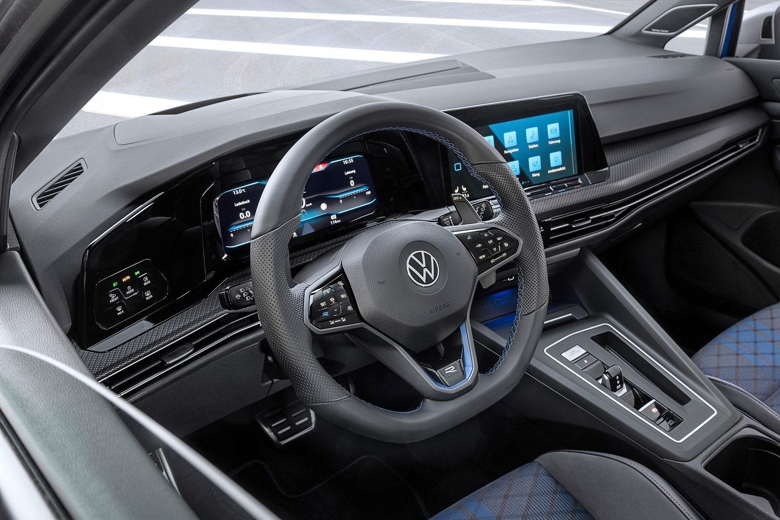VW Golf R Variant 2022 interior