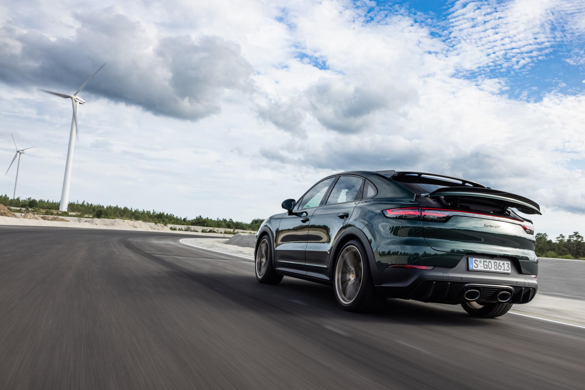 Porsche-Cayenne-Turbo-GT-Dynamic-Rear