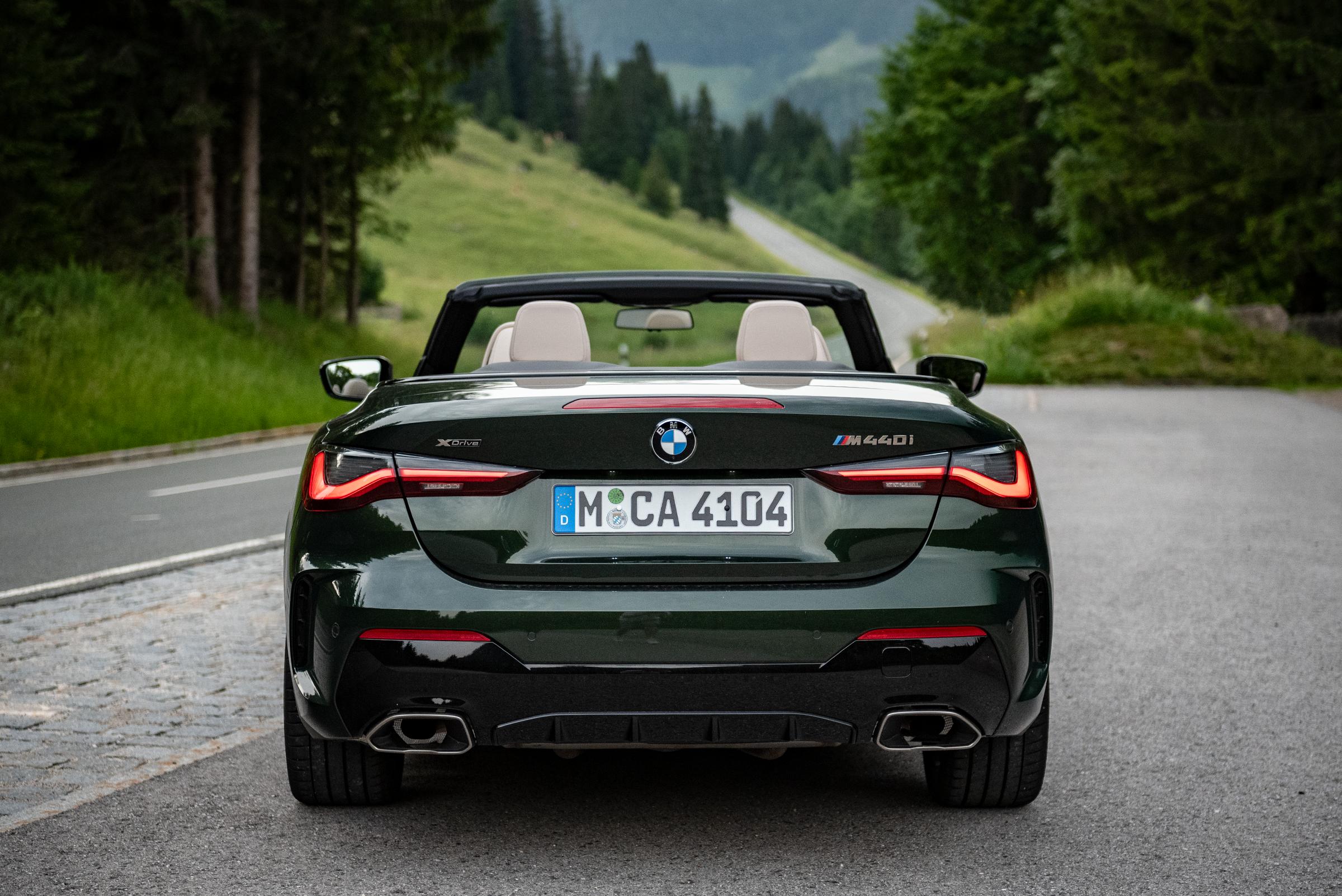 BMW-M440i-xDrive-Cabrio-Rear