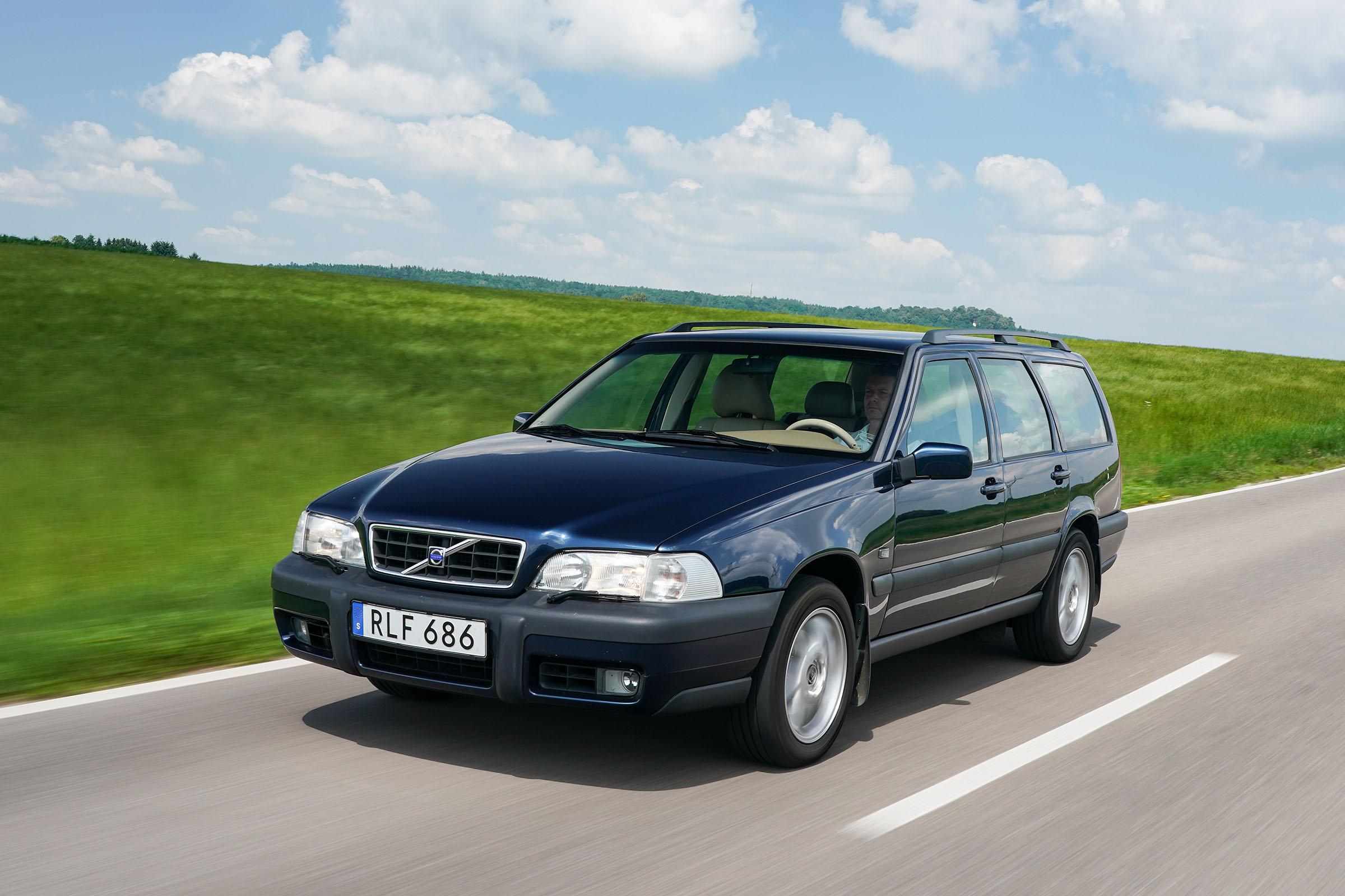 Volvo-Cross-Country-V70XC-Dynamic