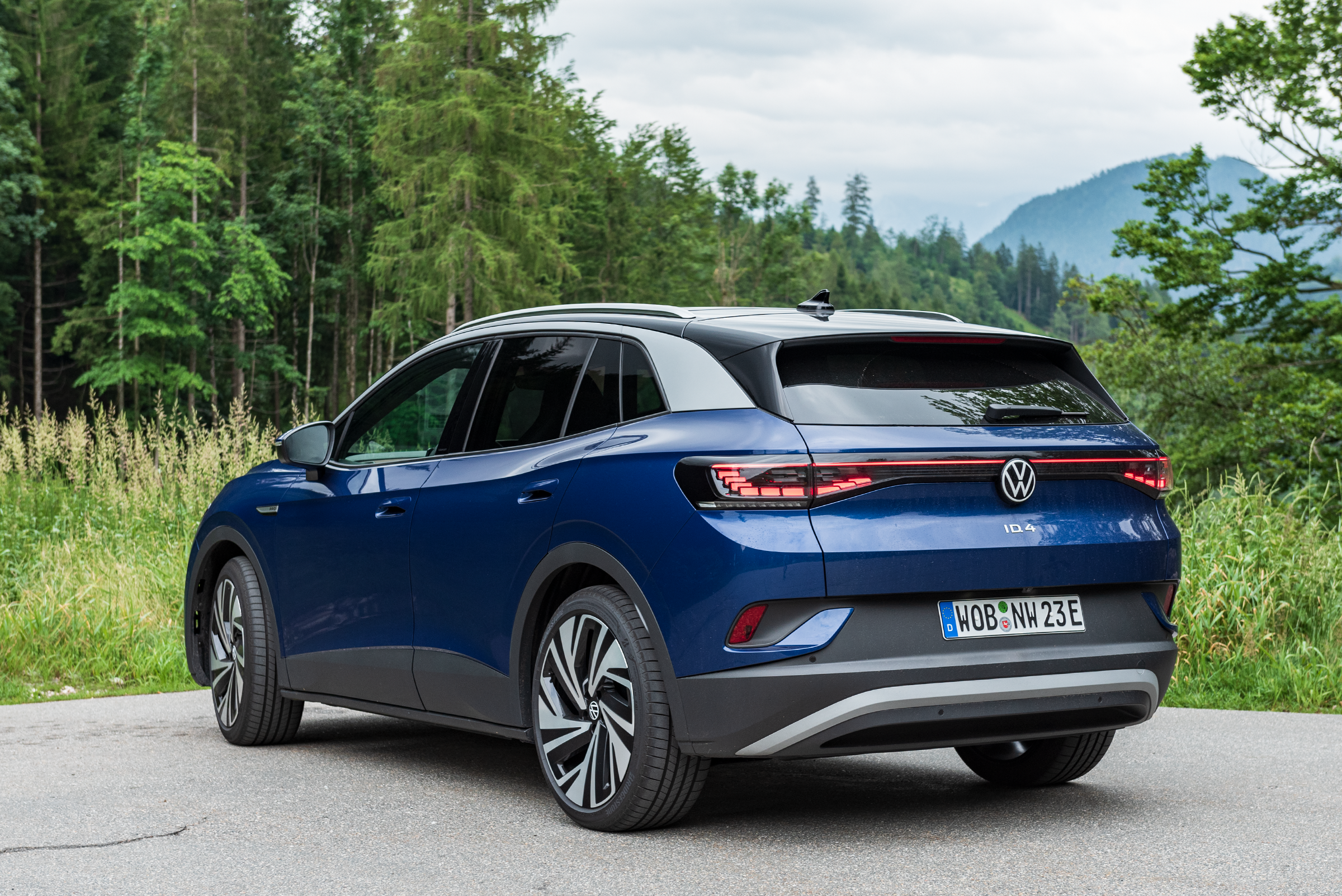 VW-ID.4-2021-Rear-Side