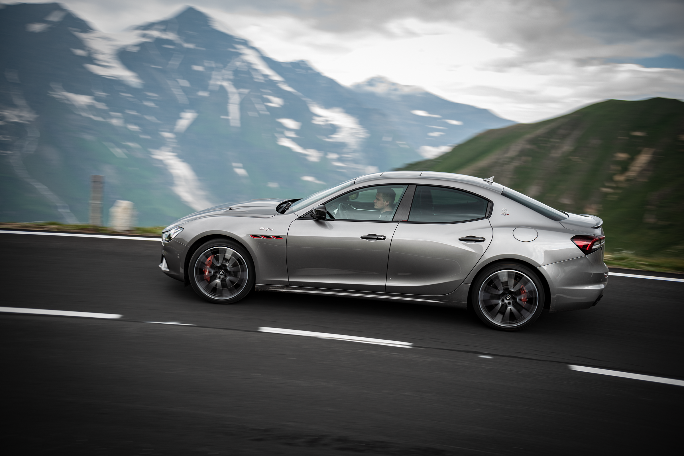 Maserati-Ghibli-Trofeo-V8-Dynamic