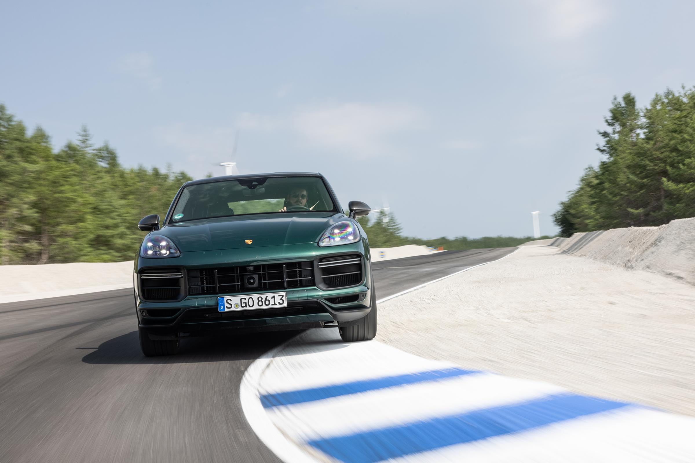Porsche-Cayenne-Turbo-GT-Dynamic