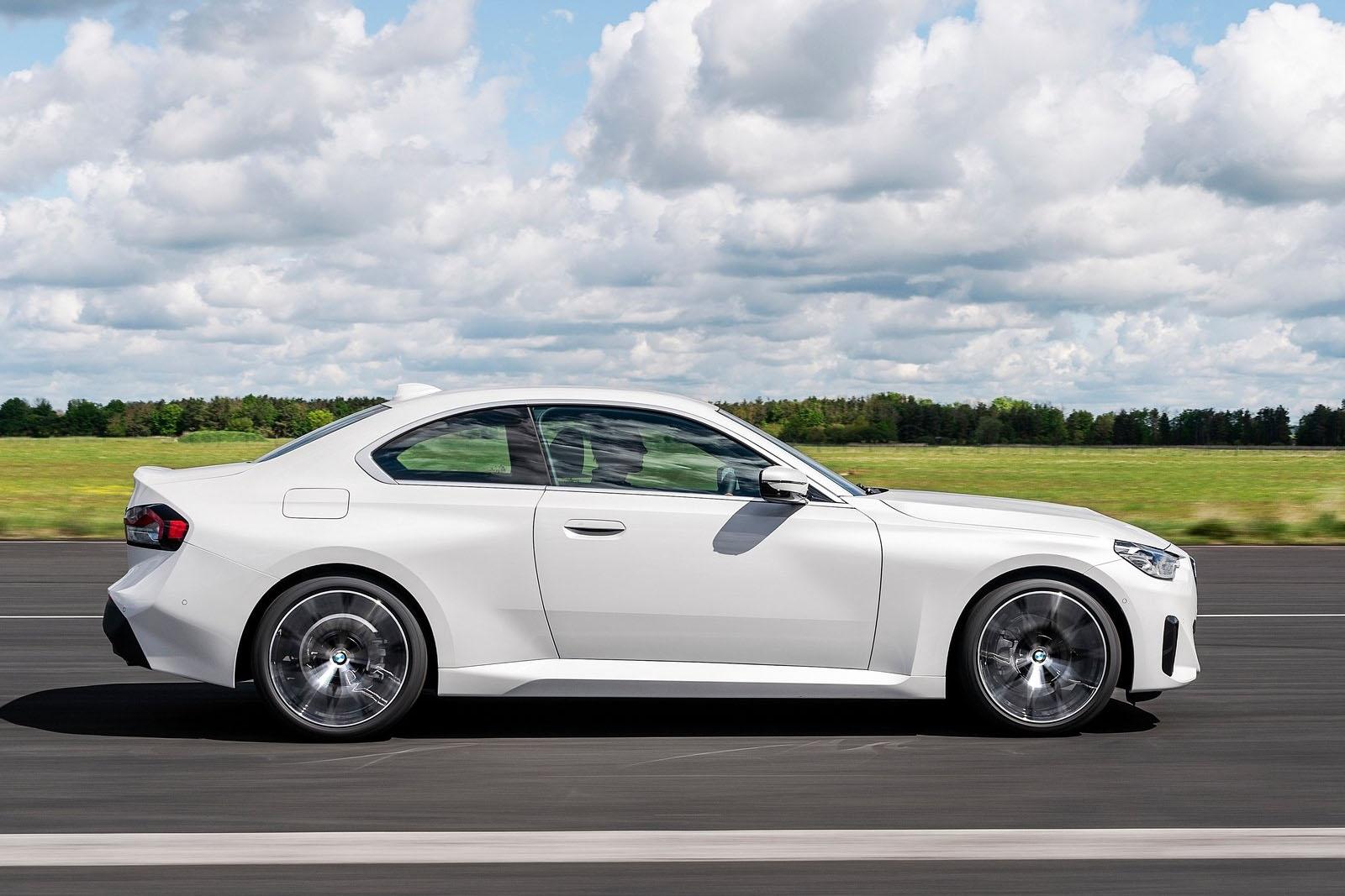 BMW-M240i-xDrive-2022-Side