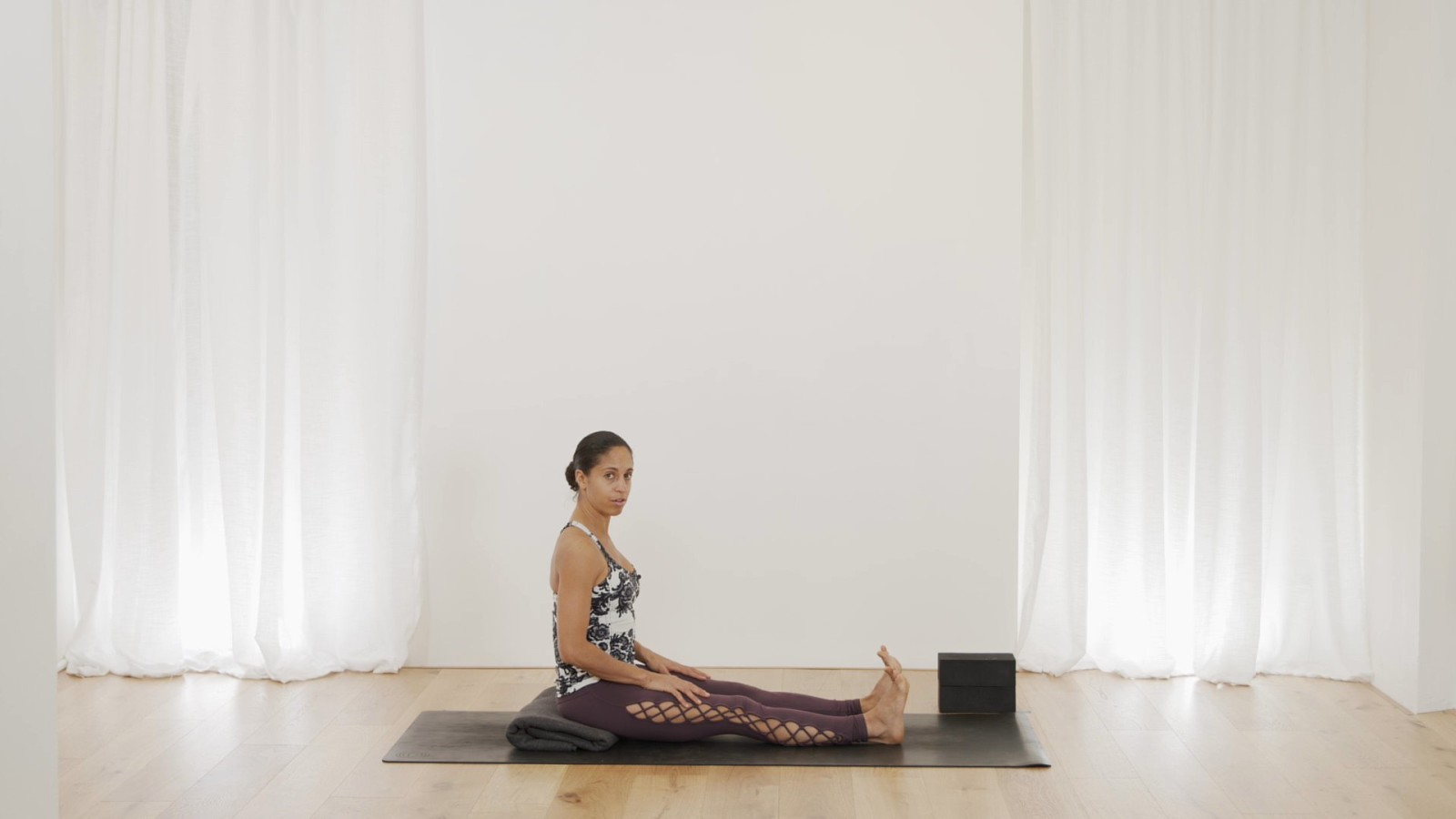Beginner Series 4 of 5 - Seated with Claudine Lafond