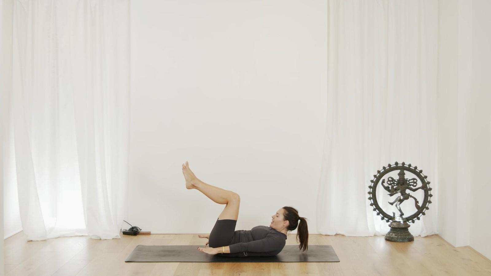 Intermediate Pilates Mat with Aneta Bachanova