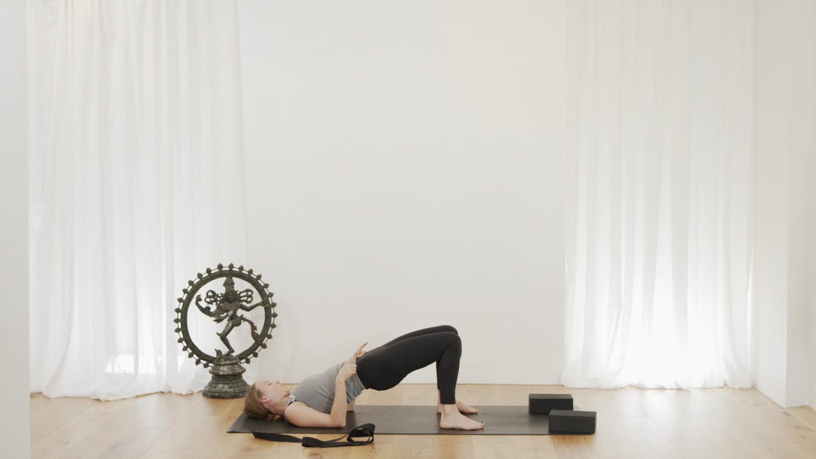 L-Stand Inversion Flow with Janet Yockers