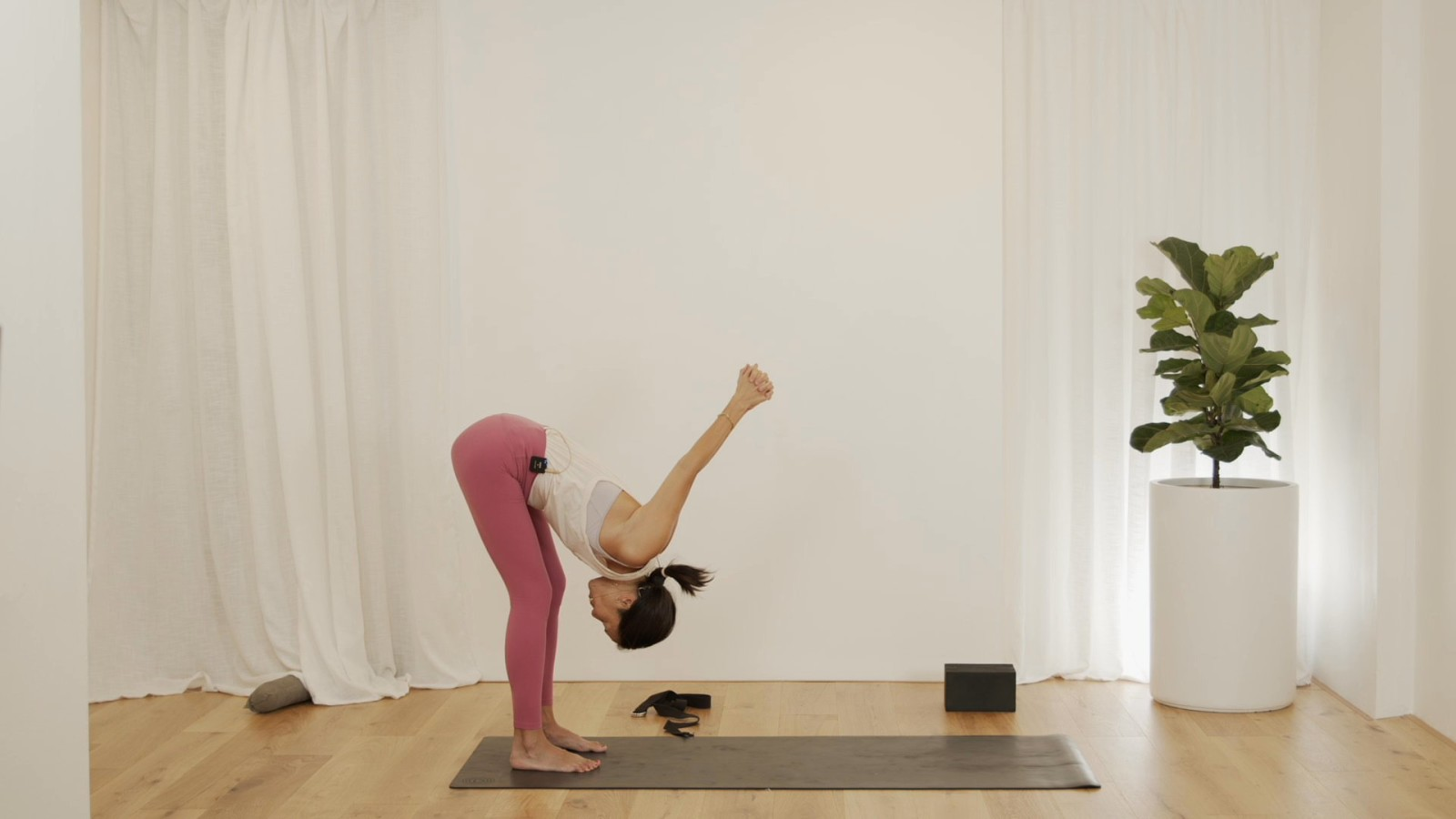 Freedom Flow: Shoulders Level 2 with Leanne Raab