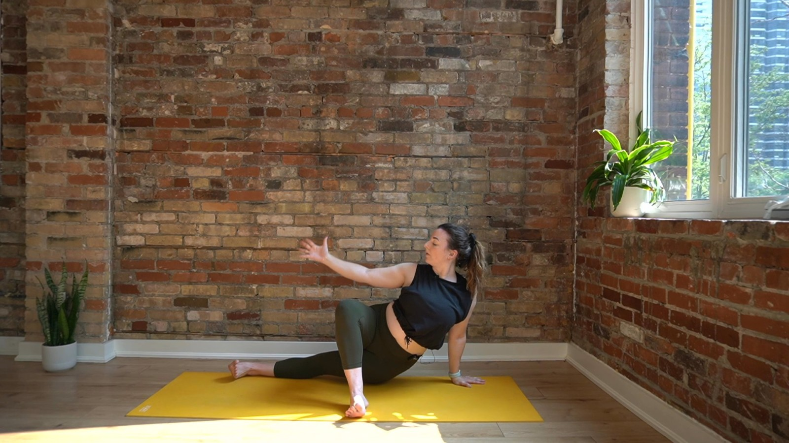 Spicy Side Body Flow with Laura Mack