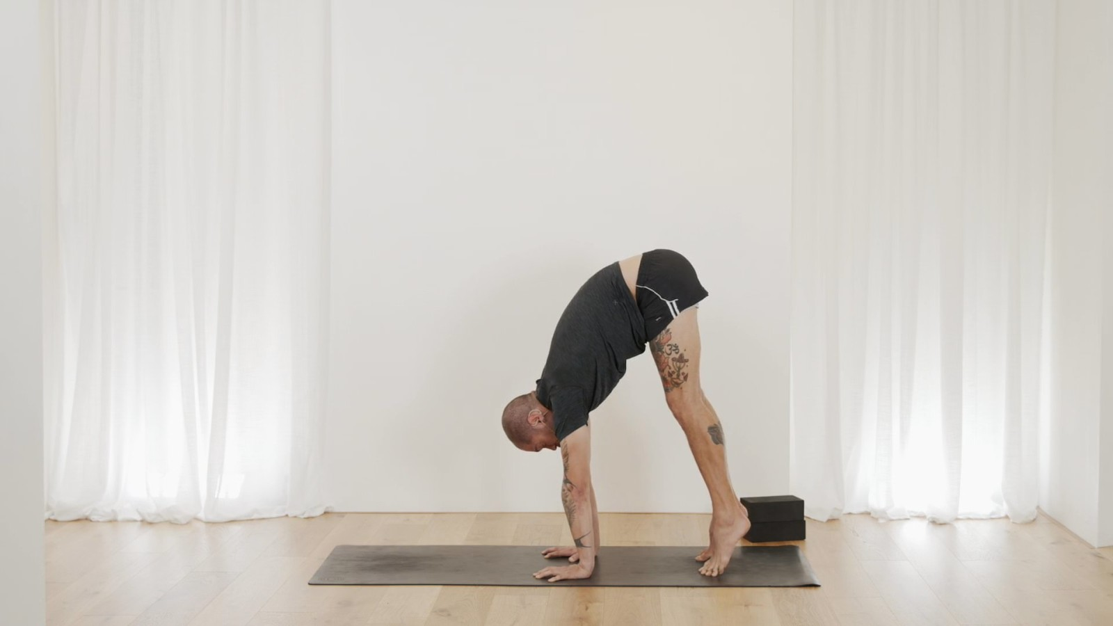 Press Handstand Conditioning with Bevan Pfeiffer