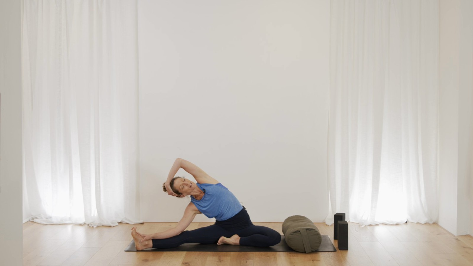 Pre Natal Flow For Strength & Balance with Vanessa Mitchell