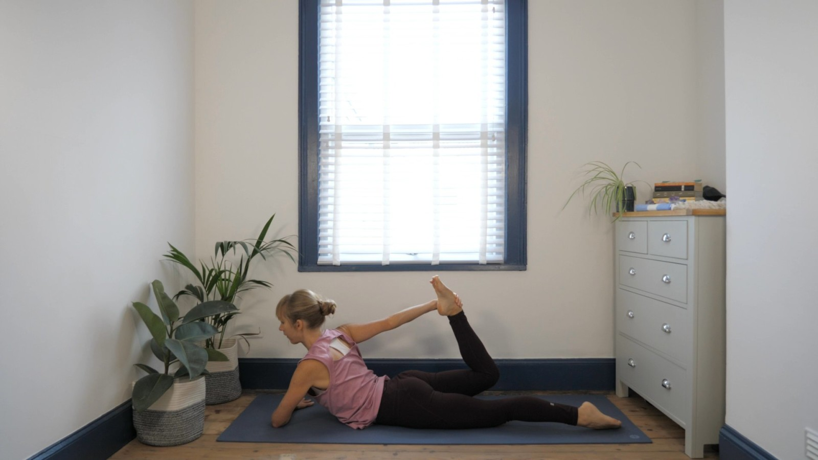 Balanced Bow Flow with Rebecca Capewell-Lloyd