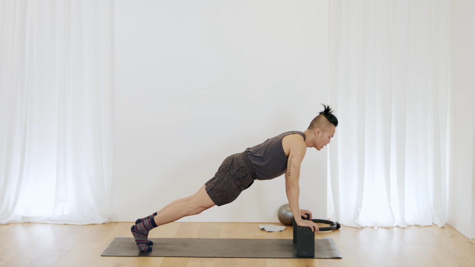 Pilates Mat Arms and Core with Johnson Chong