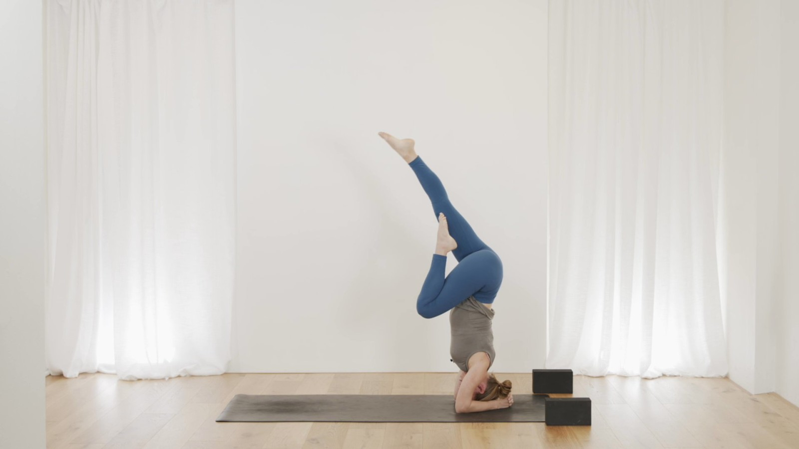 Headstand Flow with Janet Yockers