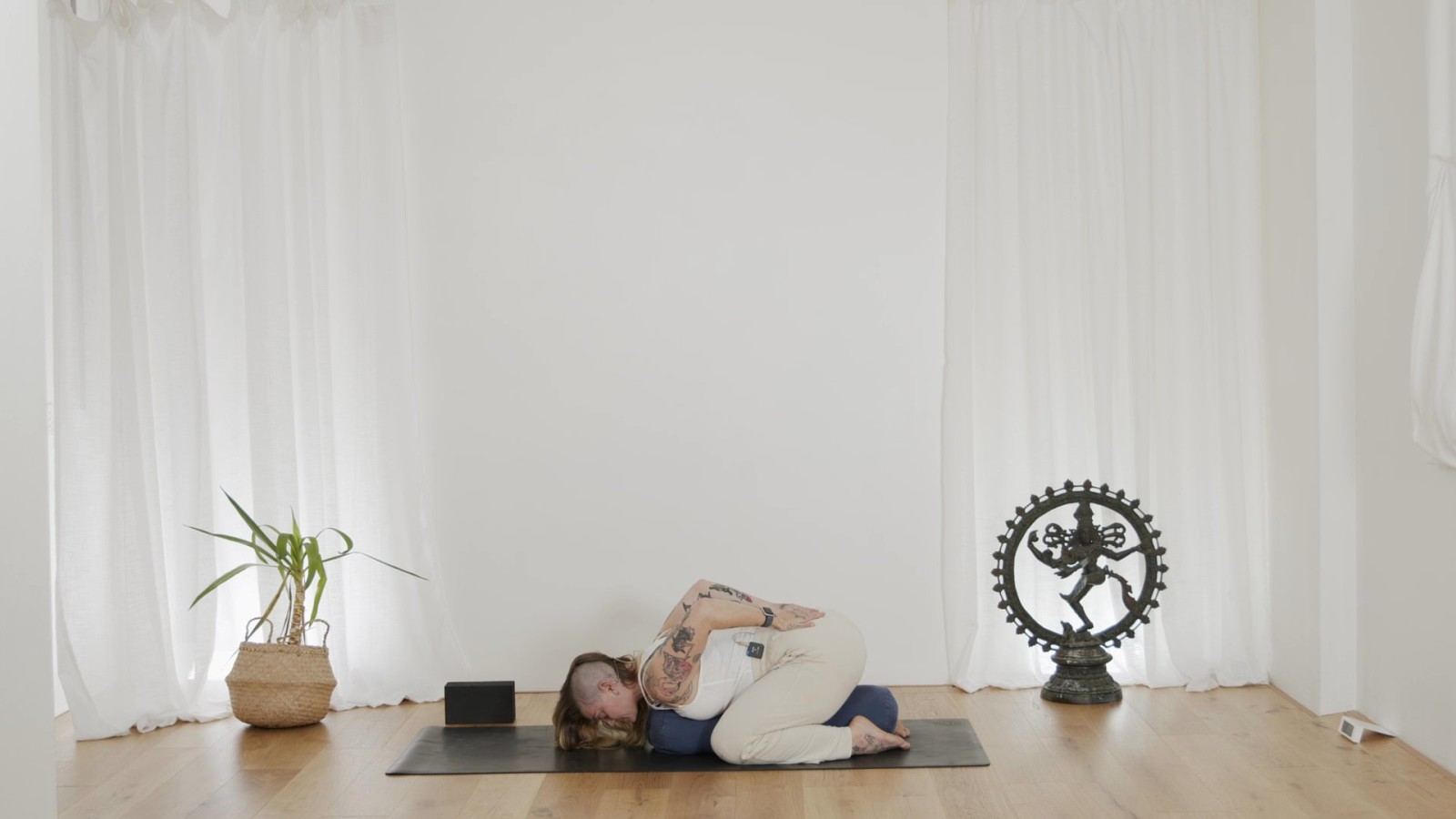Yin Yoga for Hips with Mischa Gomez