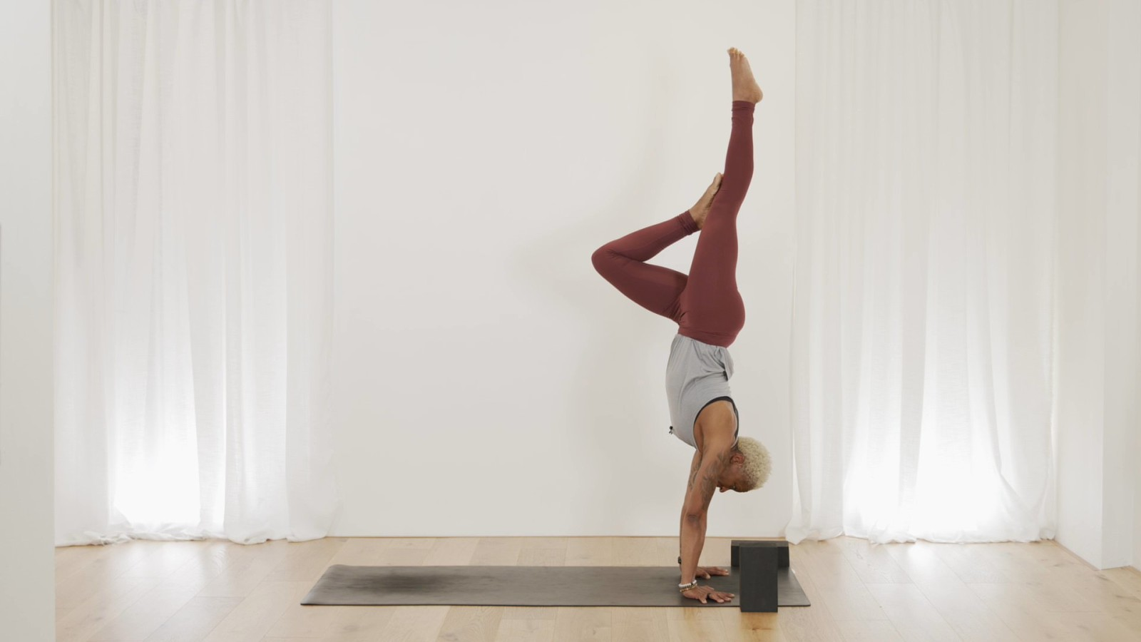 Handstand Flow #1 with Norma Nelson