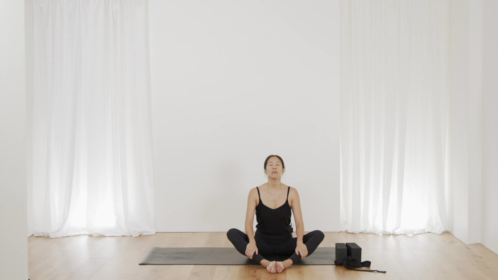Freedom Flow: Hips Part 1 with Leanne Raab