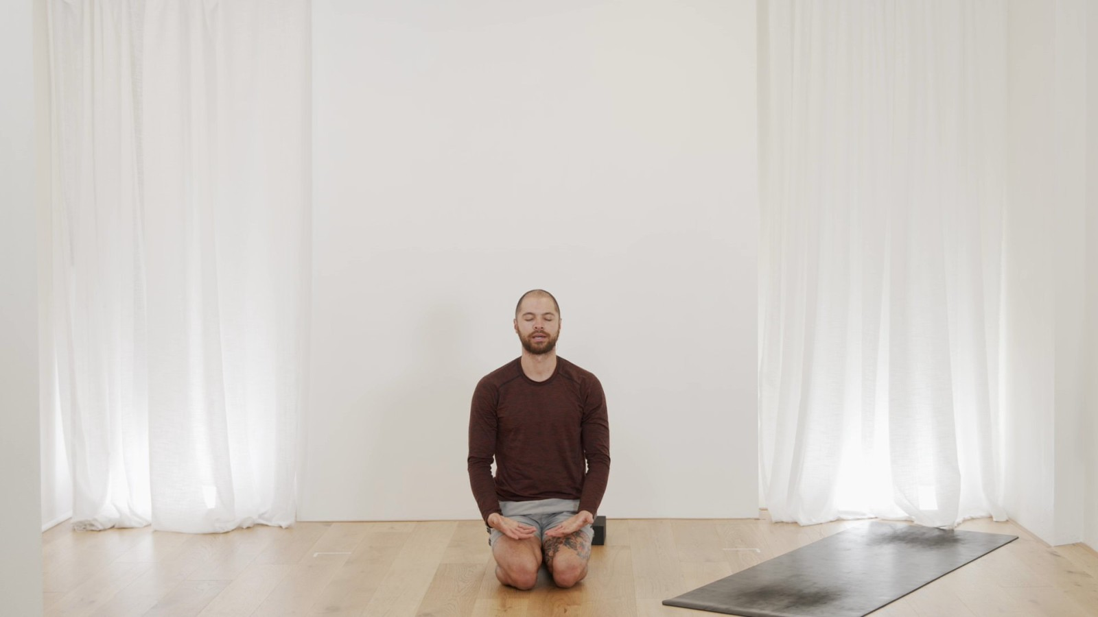 10 Minute Headstand with Bevan Pfeiffer