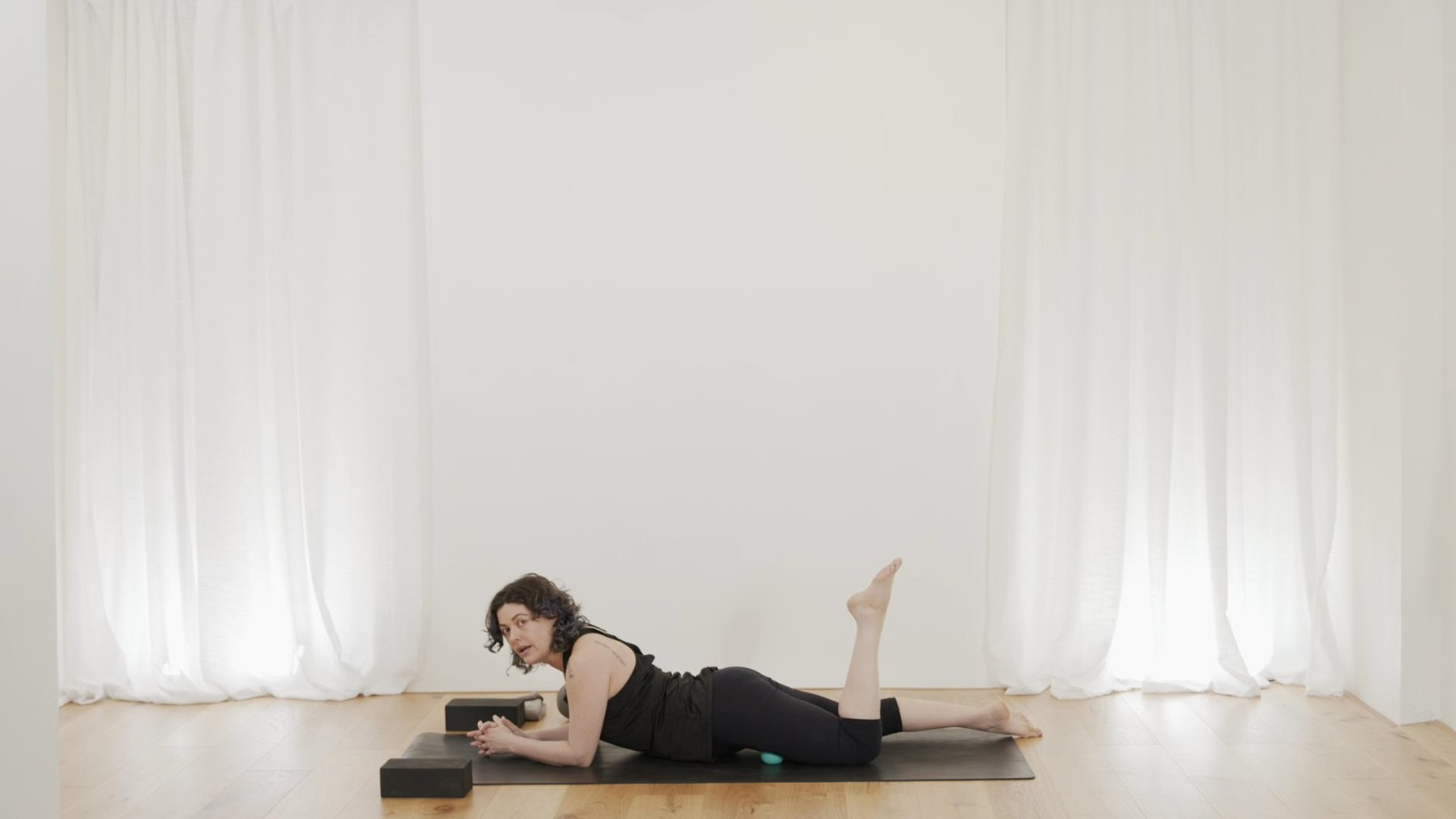 Myoflow Hip And Happening 1 of 8 with Vicki Smart