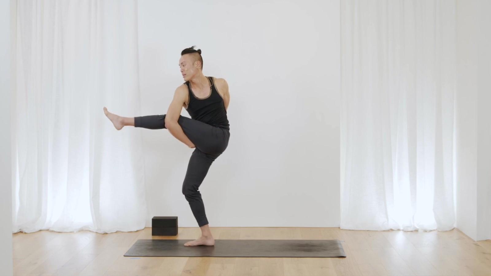 Detox Twist Yoga Flow with Johnson Chong