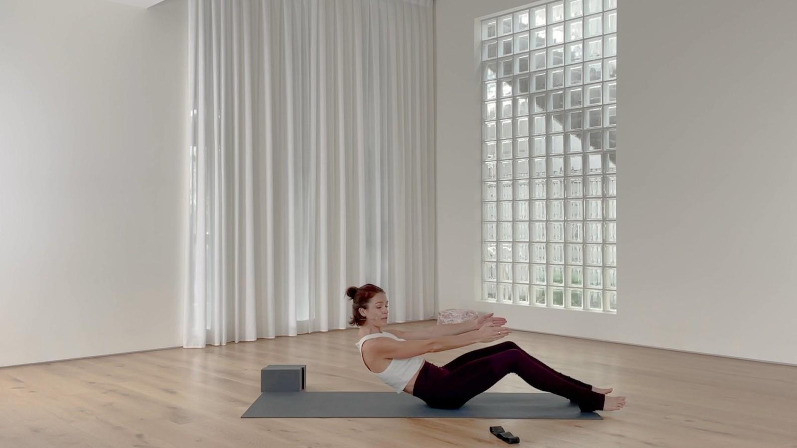 Dynamic pilates flow with Rebecca Lockyer