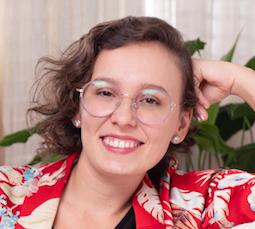 Colunista Stephanie Velozo Crispino