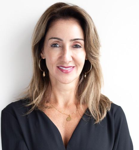 Colunista Lisia Prado
