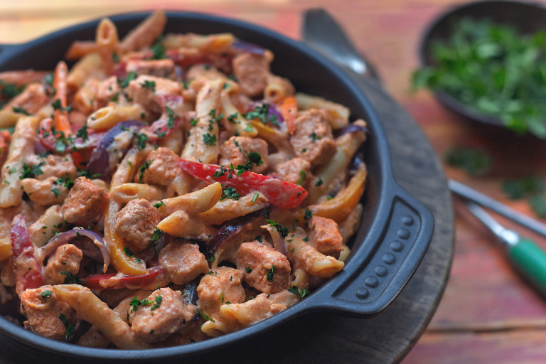 Quick pasta recipe made with vegetarian Quorn Pieces, pasta and peppers served in a black dish