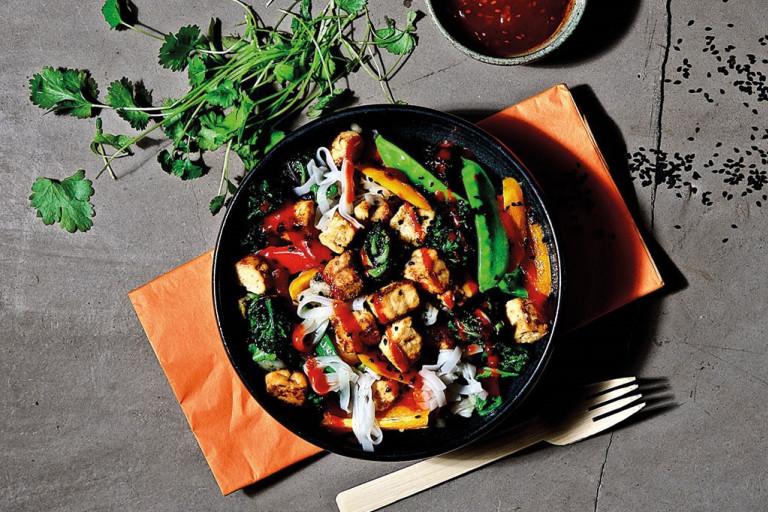 Quorn, vegetarisk wok, nudlar, snabbt och enkelt.